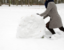 woman with big snowball p5